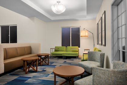 Lobby | Holiday Inn Express & Suites Ontario