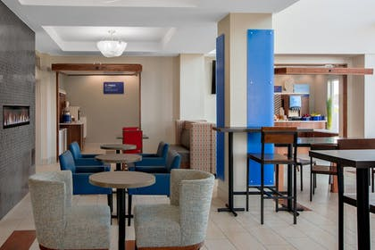 Restaurant | Holiday Inn Express & Suites Ontario