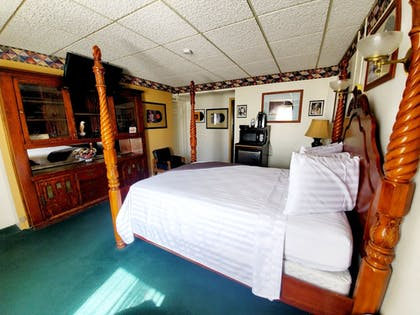Guestroom | Historic Hotel Nevada and Gambling Hall