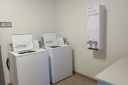 Laundry Room | Best Western Crater Lake Highway White City/Medford