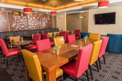 Restaurant | TownePlace Suites by Marriott - Millcreek Mall