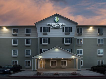 Hotel Entrance | WoodSpring Suites Wilmington