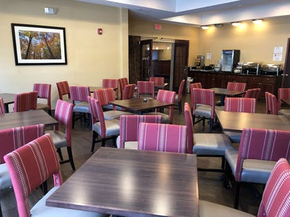 Breakfast Area | Comfort Suites Mahwah - Ramsey