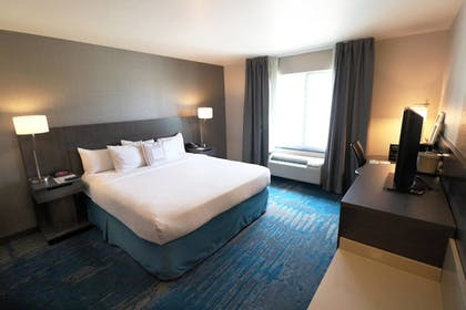 Guestroom | Fairfield Inn & Suites by Marriott Des Moines Airport