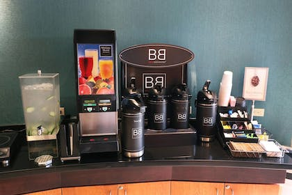 Breakfast Area | Fairfield Inn & Suites by Marriott Des Moines Airport