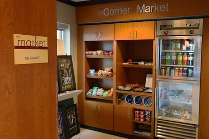Snack Bar | Fairfield Inn & Suites by Marriott Des Moines Airport