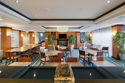 Restaurant | Fairfield Inn & Suites by Marriott Des Moines Airport