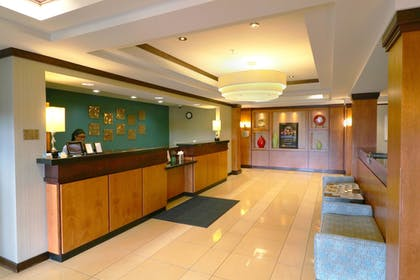 Lobby | Fairfield Inn & Suites by Marriott Des Moines Airport