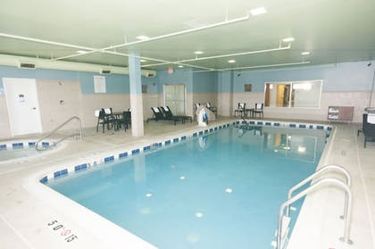 Pool | Holiday Inn Express & Suites Waukegan