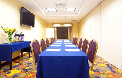 Meeting Facility | Holiday Inn Express & Suites Waukegan