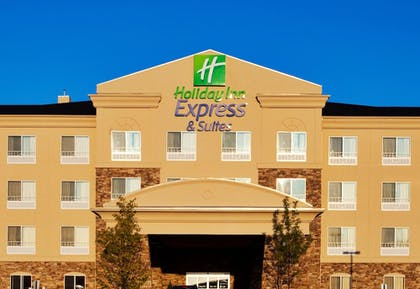 Exterior | Holiday Inn Express & Suites Waukegan