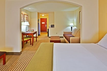 Guestroom | Holiday Inn Express & Suites Ponca City