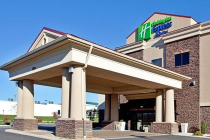 Exterior | Holiday Inn Express Hotel & Suites Lewisburg