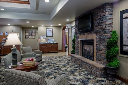 Lobby | Holiday Inn Express Hotel & Suites Lewisburg