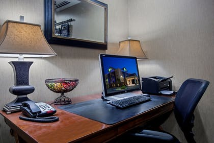 Business Center | Holiday Inn Express Hotel & Suites Lewisburg
