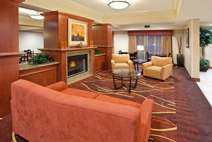 Lobby | Holiday Inn Express Suites Sumner