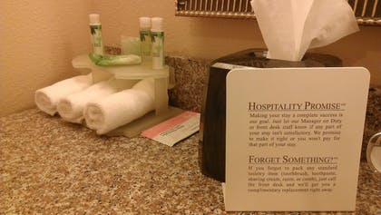 Guestroom | Holiday Inn Express & Suites Marshall