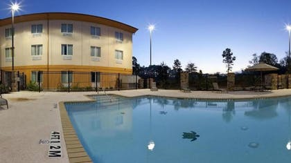 Outdoor Pool | Holiday Inn Express & Suites Marshall
