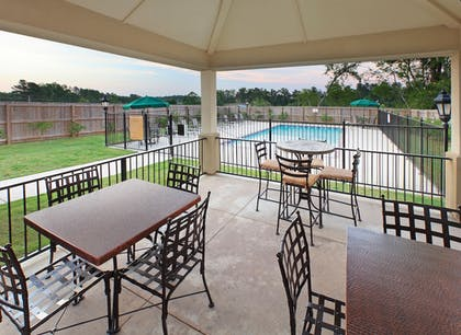 Outdoor Dining | Candlewood Suites Hot Springs