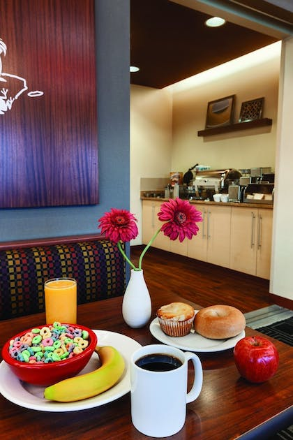 Breakfast Meal | TownePlace Suites by Marriott Joliet South
