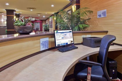 Business Center | Holiday Inn Express & Suites Rome-East