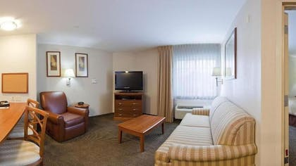 Living Area | Candlewood Suites Houston Westchase/ Westheimer.
