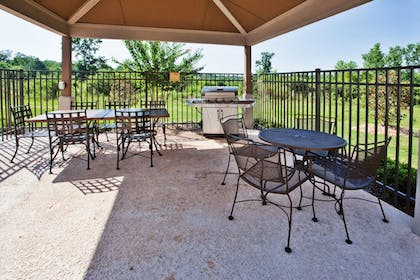 BBQ/Picnic Area | Candlewood Suites Macon