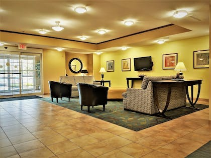 Lobby | Candlewood Suites Macon