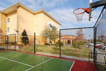 Sports Facility | TownePlace Suites by Marriott Houston North / Shenandoah