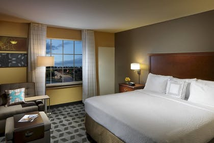 Guestroom | TownePlace Suites by Marriott Houston North / Shenandoah