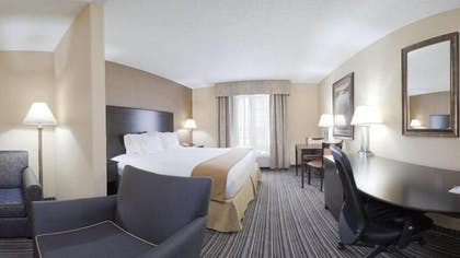 Guestroom | Holiday Inn Express Hotel & Suites Council Bluffs - Conv Ctr