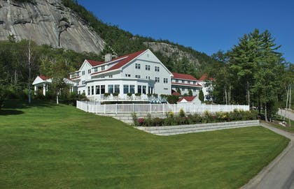 Featured Image | The White Mountain Hotel & Resort