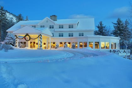 Hotel Front - Evening/Night | The White Mountain Hotel & Resort