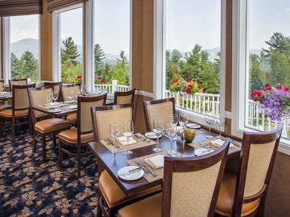 Couples Dining | The White Mountain Hotel & Resort