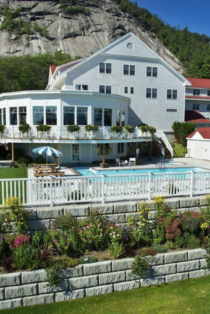 Outdoor Pool | The White Mountain Hotel & Resort