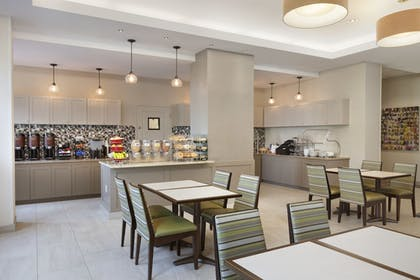 Breakfast Area | Residence Inn Alexandria Old Town South at Carlyle
