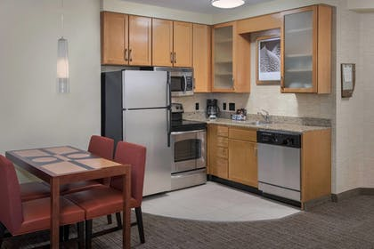 Guestroom | Residence Inn Alexandria Old Town South at Carlyle