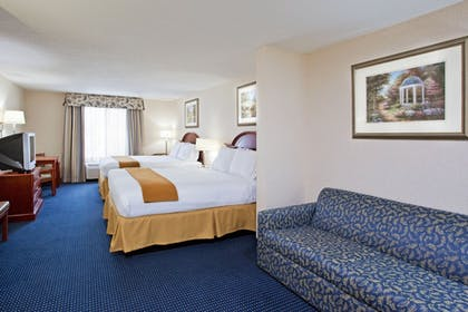Living Area   Holiday Inn Express Hotel & Suites Cleveland - Richfield