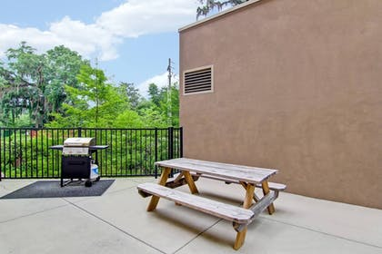 BBQ/Picnic Area | SpringHill Suites Tallahassee Central