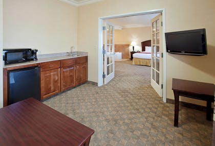 Guestroom | Holiday Inn Express Hotel & Suites Oroville Lake