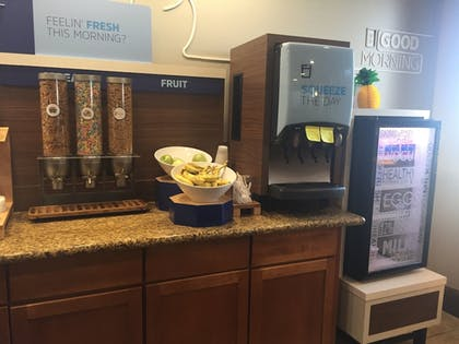 Restaurant | Holiday Inn Express & Suites Howell