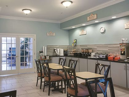 Dining | La Quinta Inn & Suites by Wyndham Slidell - North Shore Area