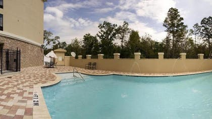 Outdoor Pool | Holiday Inn Express & Suites Laplace