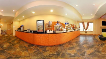 Breakfast Area | Holiday Inn Express & Suites Laplace