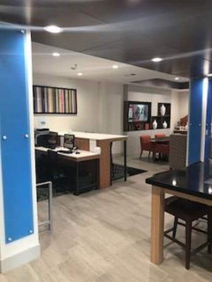 Business Center   Holiday Inn Express Hotel & Suites Ennis