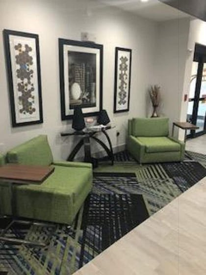 Lobby Sitting Area   Holiday Inn Express Hotel & Suites Ennis