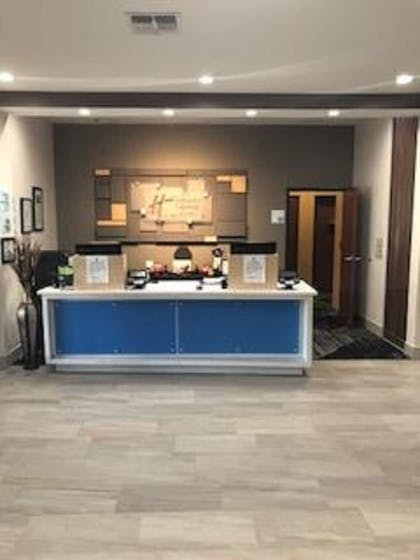 Reception   Holiday Inn Express Hotel & Suites Ennis