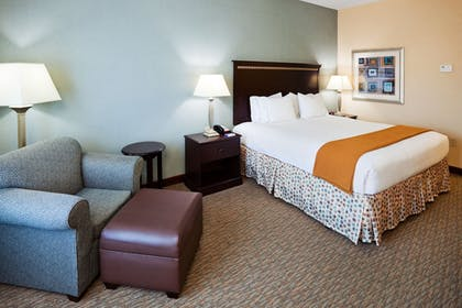 Guestroom | Holiday Inn Express & Suites Smyrna