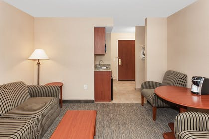 Guestroom | Holiday Inn Express Hotel & Suites Tilton - Lakes Region