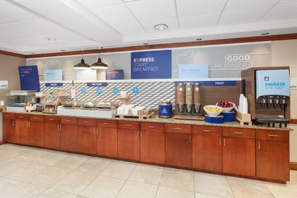 Restaurant | Holiday Inn Express Hotel & Suites Tilton - Lakes Region
